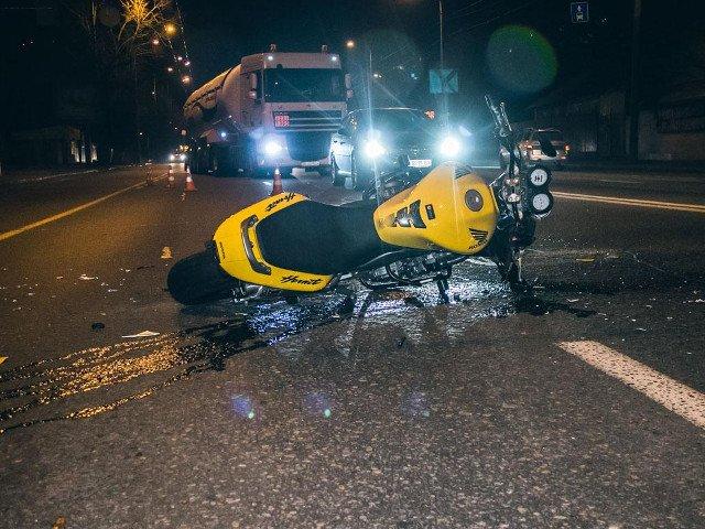 На Кіровоградщині неповнолітній мотоцикліст збив молоду дівчину, постраждала померла в лікарні