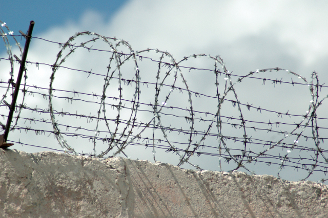 На Кіровоградщині група осіб постачала ув'язненим колонії різні види наркотиків (ФОТО)