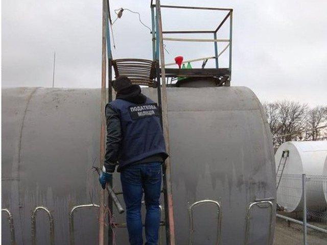 На Кіровоградщині «накрили» масштабне виробництво фальсифікованого пального (ФОТО)