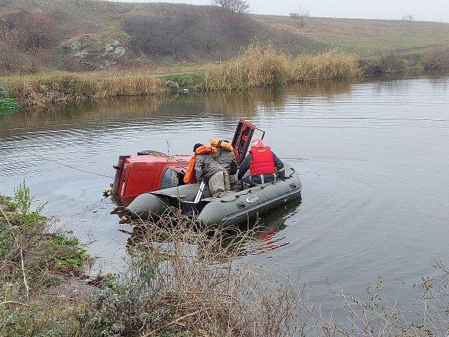 На Кіровоградщині злетів у водойму легковик, 26-річний водій загинув